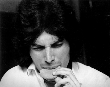 a-young-freddie-eating-a-biscuit-at-ealing-college-of-art-circa-1969